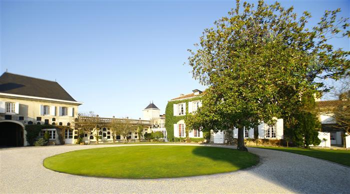 Chateau Prieure Lichine la cour eclairee-Guy-Charneau